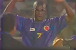 Con sus goles a Chile, Léider dejó de ser delantero provisional. La camiseta que luce, en cambio, no clasificó a Francia.